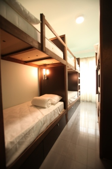 6 people dorm room
